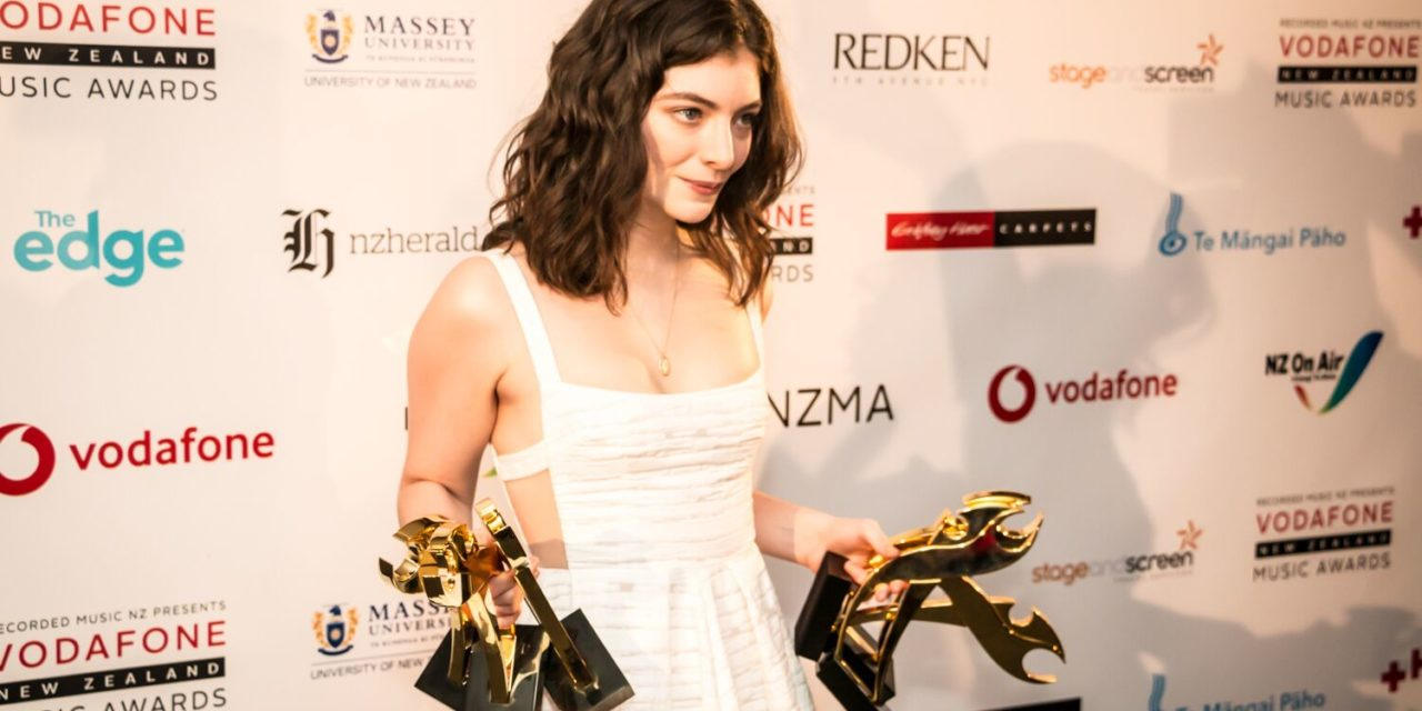 LORDE WINS SIX TUIS AT THE 2017 VODAFONE NEW ZEALAND MUSIC AWARDS